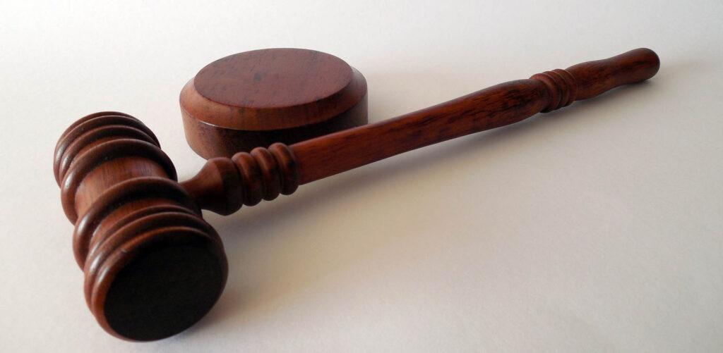 Bezpłatna pomoc prawna adwokata zurzędu